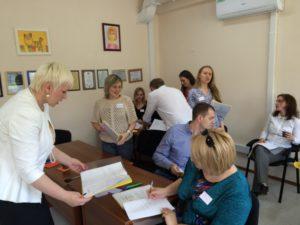 Тренинг проходит в формате фасилитации и нетворкинг - один из ключевых моментов: участники тренинга знакомятся, обмениваются мыслями:)